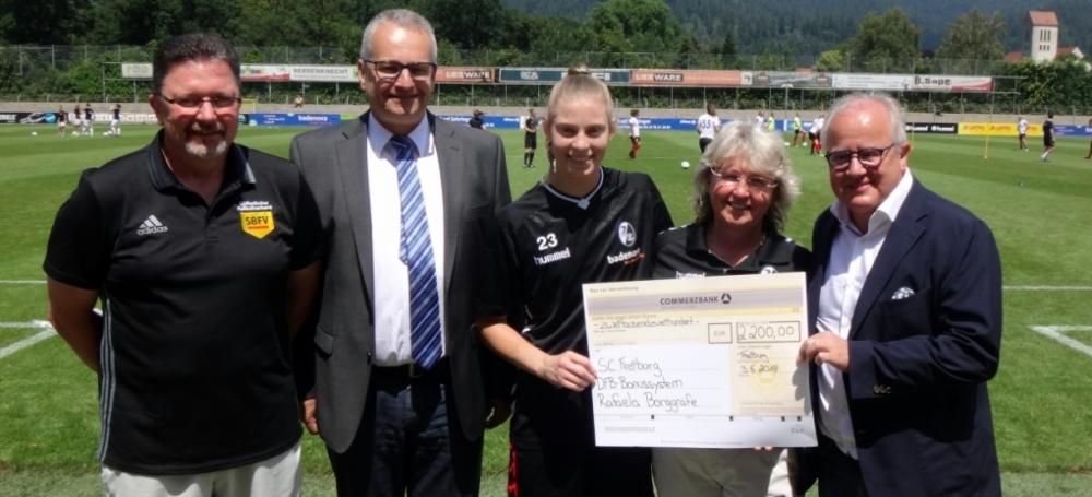 DFb-Bonuszahlung beim SC Freiburg.
