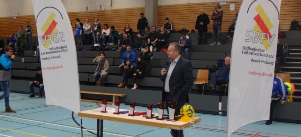Jede Mannschaft erhielt einen Pokal für die Platzierung bei den SBFV-Futsalmeisterschaften (Bildquelle: Martin Mayer).