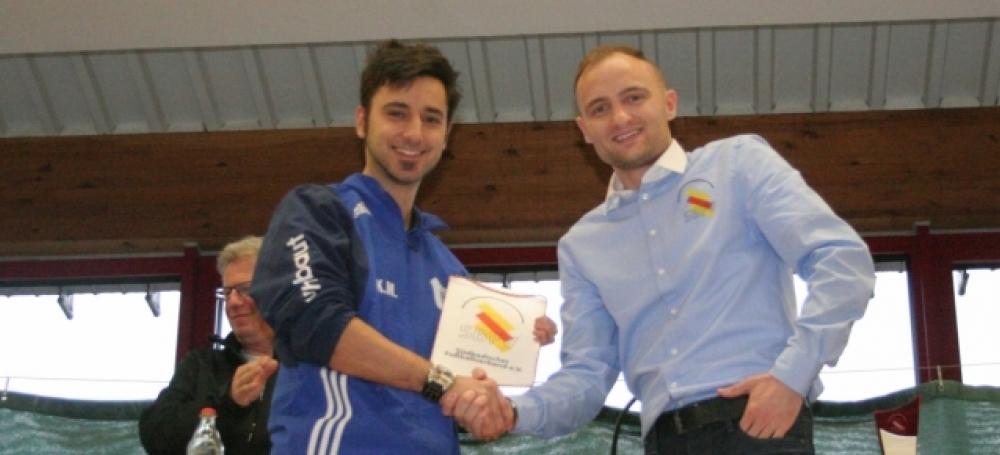 Jeder Ausrichter erhielt als Dankeschön einen SBFV-Wimpel überreicht (Bildquelle: Jörg Hofmann).