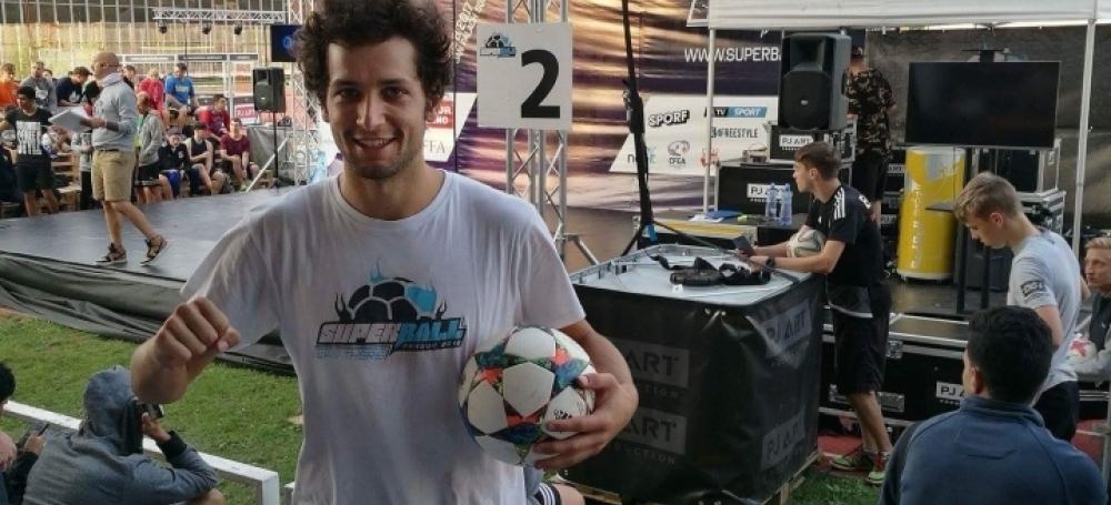 Fußball-Freestyler Patrick Bäurer nahm an der Freestyle-Weltmeisterschaft in Prag teil.