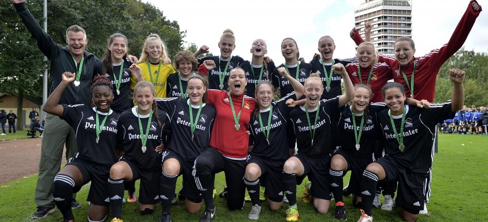 SBFV-Kader der U18-Juniorinnen beim DFB-Sichtungsturnier in Duisburg (Oktober 2016)